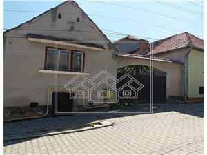 Individual house - 1000 sqm land in Turnu Rosu