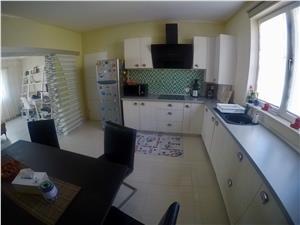 Apartament 3 camere de vanzare in Sibiu la casa 90 mp utili+teren 50mp