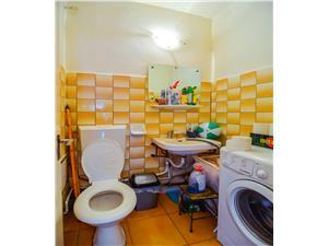 Apartament de vanzare - 3 camere decomandate-Zona Garii - Intabulat