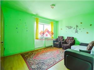 Apartament 3 camere - 3 balcoane, 2 bai, pivnita, etaj intermediar