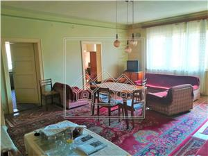 Apartment for sale in Sibiu - PREMIUM area - garage and cellar