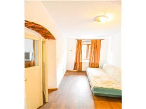 Apartament de vanzare 2 camere + pivnita si gradina- Central