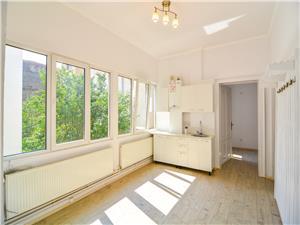 Apartament de inchiriat in Sibiu - 5 camere, 5 bai - ultracentral