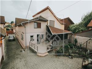 House for sale in Sibiu - 6 rooms - Garage