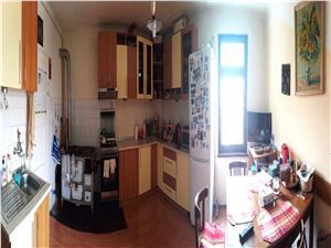 Apartament 3 camere de vanzare in Sibiu, etaj 1