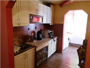Apartament cu 2 camere de vanzare in Avrig-decomandat-etaj intermediar