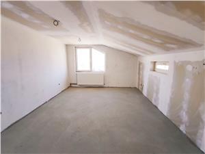 Apartament 5 camere de vanzare in Sibiu - pe 2 nivele, pod amenajat